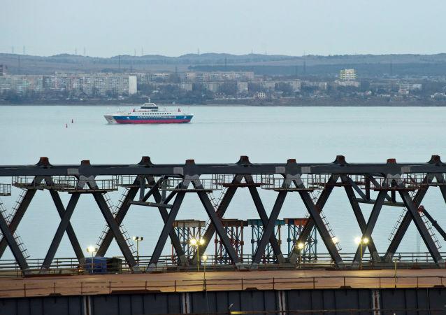 عملية بناء الجسر بمضيق كرتش، جمهورية القرم، روسيا