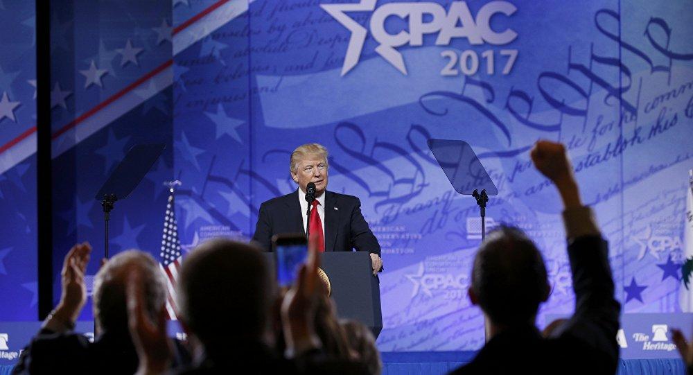 الرئيس الأمريكي دونالد ترامب خلال خطابه في المؤتمر السنوي للمحافظين الأمريكيين