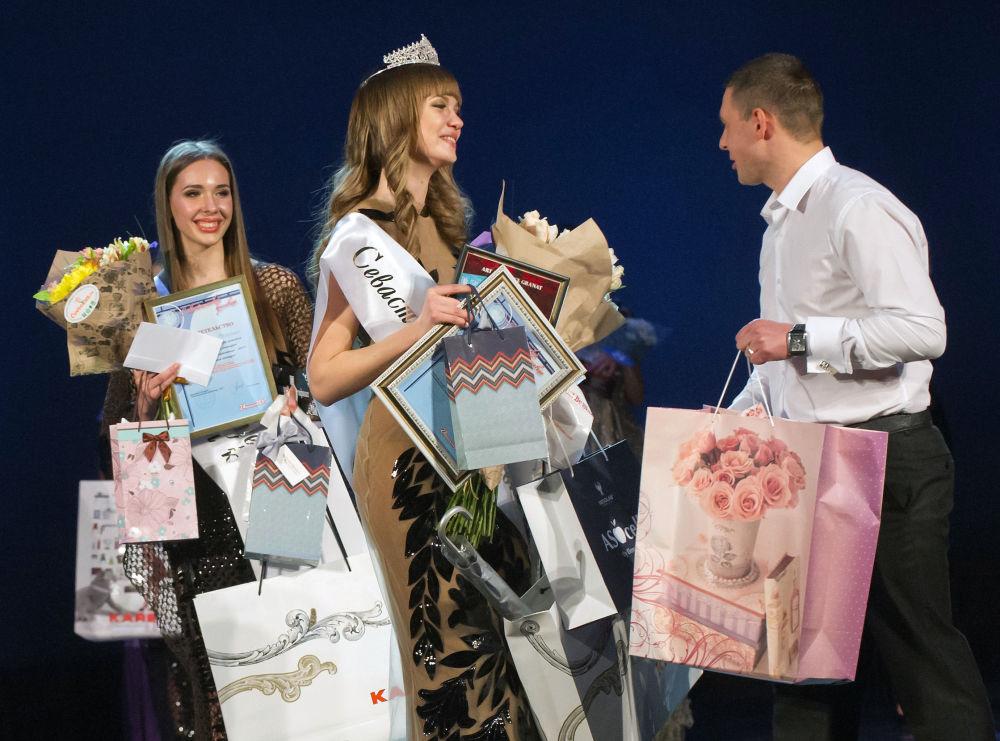 Награждение участниц конкурса красоты Севастопольская красавица