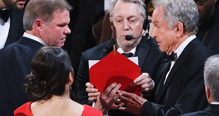 خطأ الإعلان عن جائزة أفضل فيلم أربك الجميع