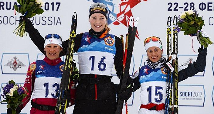 تتويج الفائزات في بطولة العالم العسكرية للتزلج