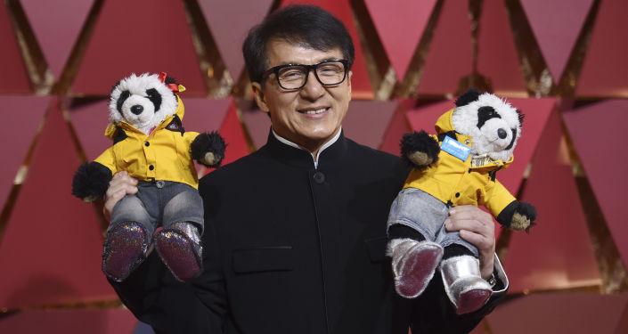 الممثل جاكي تشان خلال حفل الأوسكار