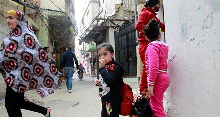 لاجئين فلسطينيين في مخيم عين الحلوة