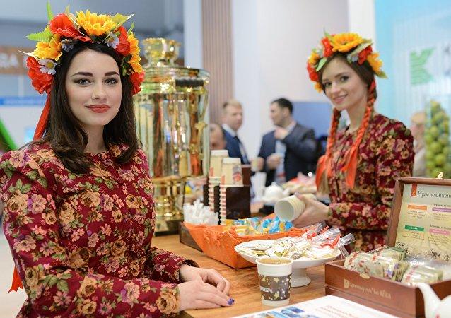 فتيات سوجي مع الشاي