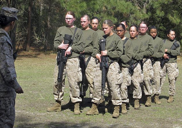 جنديات مارينز أمريكيات