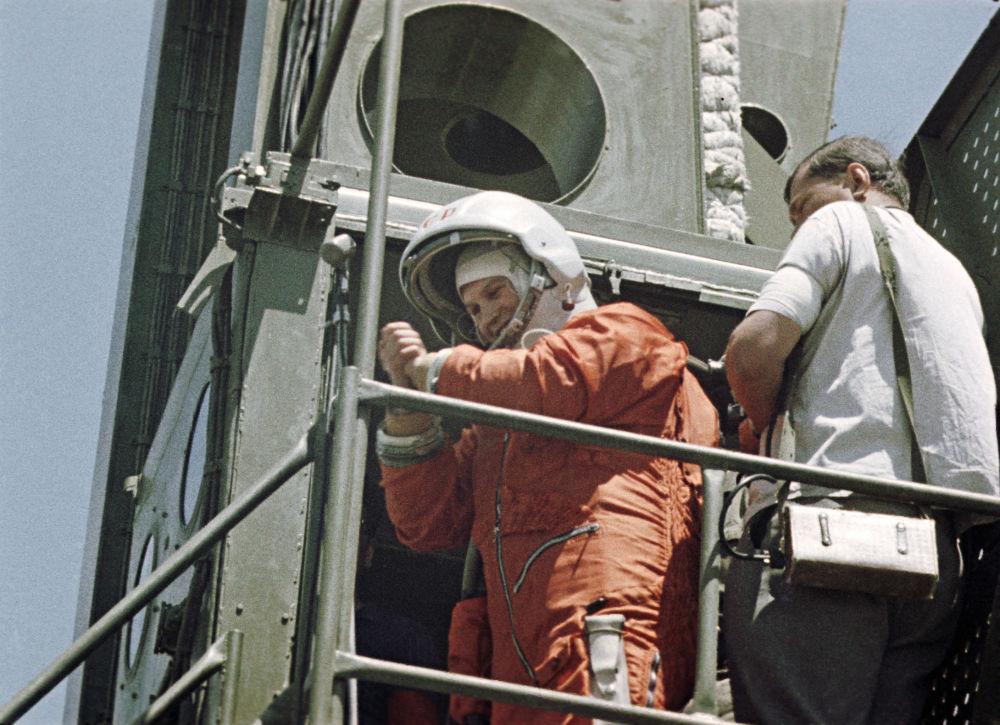 فالنتينا تيريشكوفا قبل إنطلاقها في رحلة إلى الفضاء