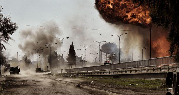 انجفارات في الموصل (صور أرشيفية)