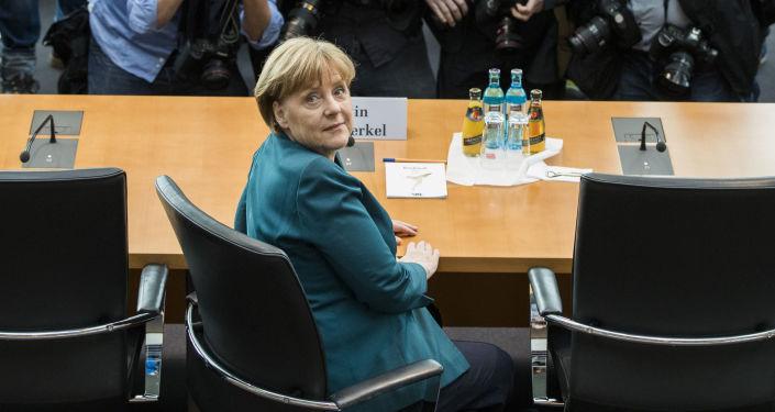 مستشارة ألمانيا أنجيلا ميركل في برلين، وذلك قبيل بدء التحقيقات كشاهد في قضية حول التلاعب في معدلات الاستثمار في شركة فولكس واغن (Volkswagen)