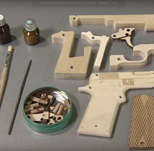 موسكو تطلق مجموعة خشبية من كلاشنكوف AK 47