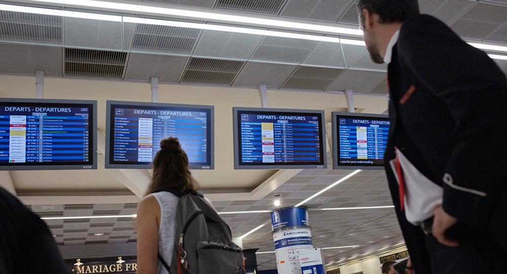 مطار اورلي في باريس