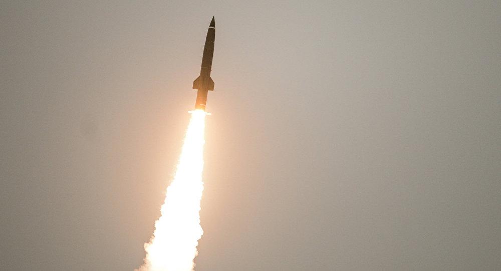 إطلاق صواريخ توتشكا