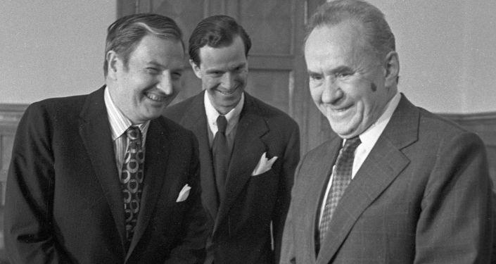الملياردير الأمريكي دافيد روكفيلير ووممثل مجلس الوزراء للاتحاد السوفيتي أليكسي كوسيغين
