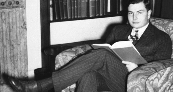الملياردير الأمريكي دافيد روكفيلير خلال دراسته، عام 1937