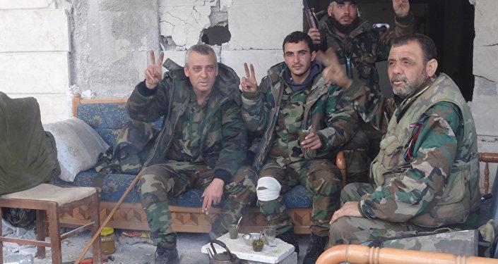 القوات النخبوية في الجيش السوري تلاحق المسلحين قرب دمشق