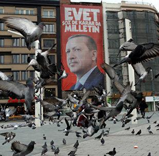 صورة لرئيس تركيا رجب طيب إردوغان في ميدان تقسيم في اسطنبول، 15 مارس/ آذار 2017