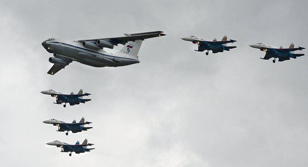 طائرة إيل-76 ومقاتلات سو-27