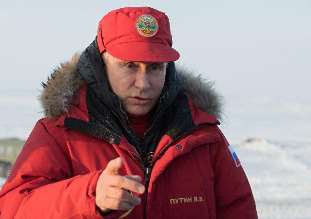 بوتين يزور بيت الدب القطبي
