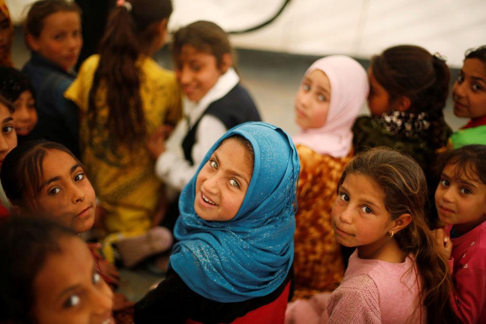 الأطفال العراقيون في مخيمات للاجئين جنوبي الموصل، العراق 29 مارس/ آذار 2017
