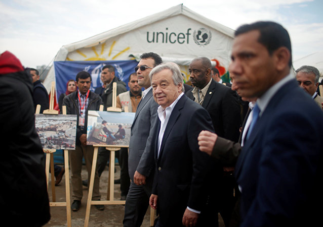 أنطونيو غوتيريش  يزور مخيم نازحين بالموصل