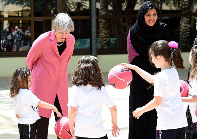 رئيسة وزراء بريطانيا تيريزا ماي خلال زيارتها السعودية