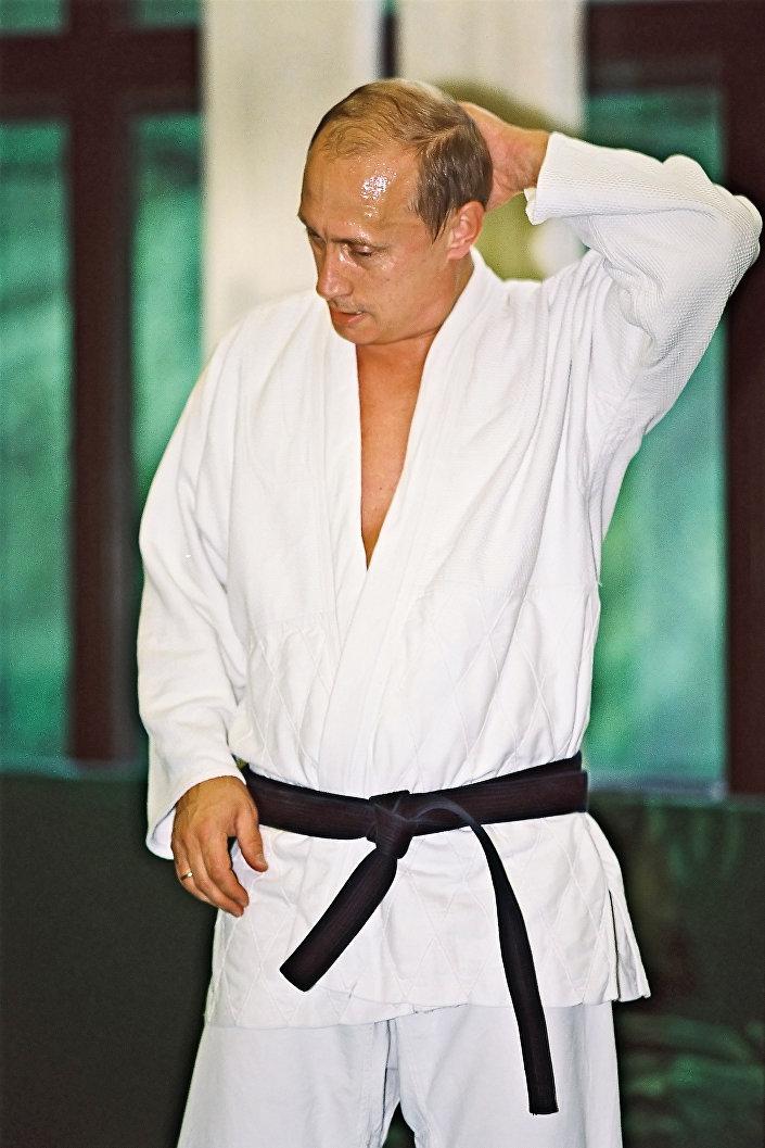 فلاديمير بوتين أثناء ممارسة التمارين الرياضية عام 2007