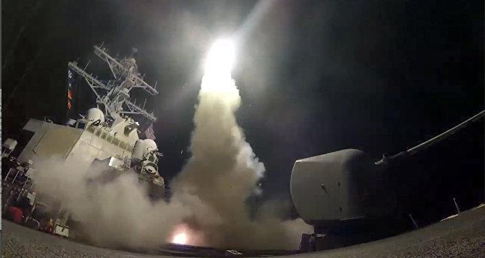 انطلاق صاروخ من سفينة حربية أمريكية