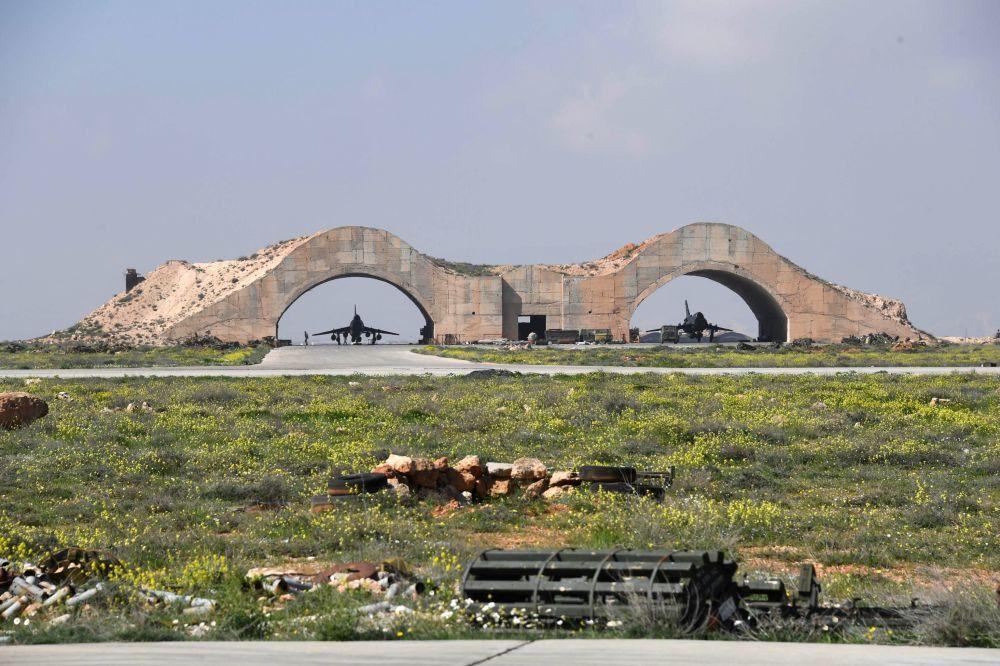 الصور الأولية للقصف الأمريكي على قاعدة الشعيرات السورية