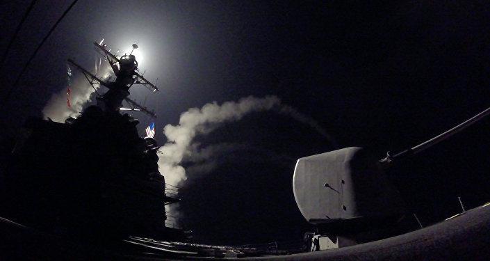 انطلاق صاروخ من سفينة حربية أمريكية ع7لى سوريا