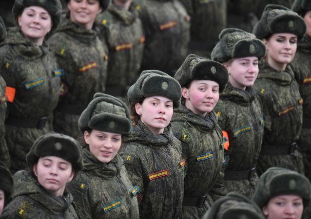 التدريبات المشتركة لقوات حامية موسكو استعداداً للعرض العسكري بمناسبة عيد النصر على ألمانيا النازية في الحرب الوطنية العظمى (1940-1945)