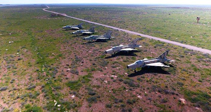 الطائرات السورية التي تبقت بعد القصف الأمريكي على القاعدة الجوية السورية الشعيرات في سوريا