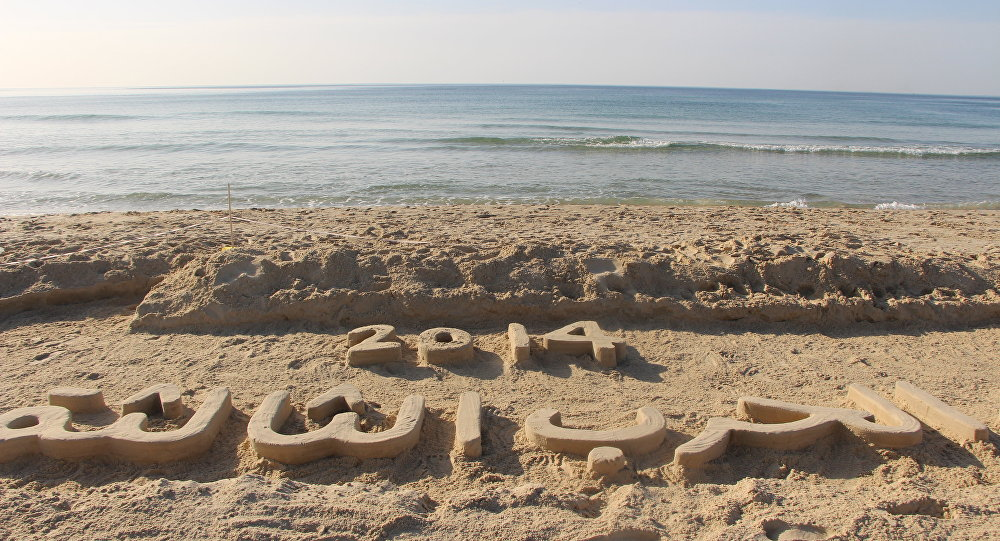 الأرض تحكي قصة على شاطئ بحر غزة