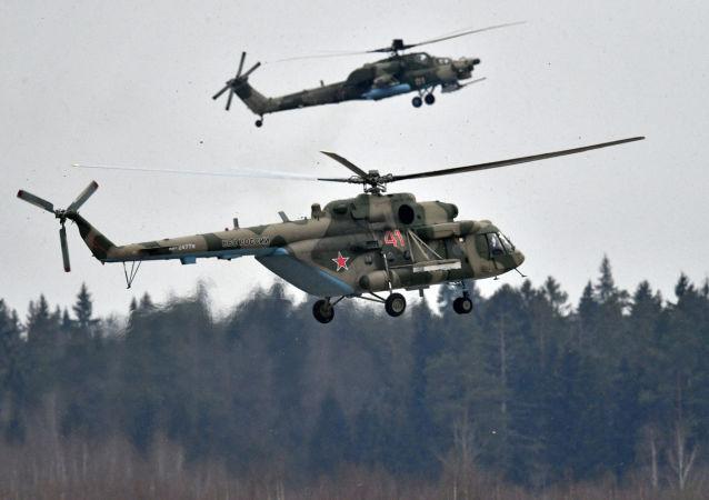 مروحيات مي- 8إن ومي-8 خلال التدريبات العسكرية الجوية في المطار العسكري الجوي كوبينكا بمقاطعة موسكو