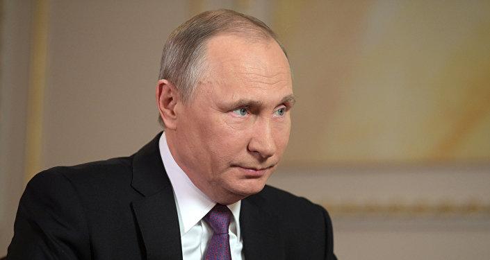 الرئيس بوتين خلال مقابلة مع قناة مير