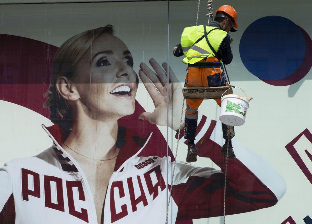 صورة إعلانية للرياضية الروسية تاتيانا نافكا وهي ترتدي الزي الرسمي للألعاب الأولمبياد الوطنية في موسكو، 19 يوليو/تموز 2016