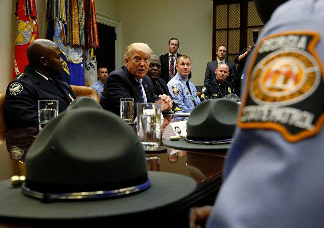 ترامب مع الشرطة