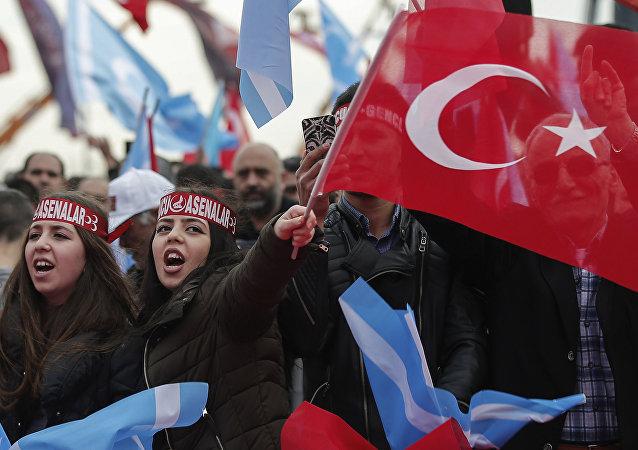 تجمع المظاهرات بخصوص استطلاع رأي يتعلق بتعديل الدستور تركيا