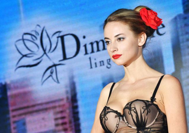عرض الإغراء و الإغواء للملابس الداخلية النسائية 2017 في موسكو