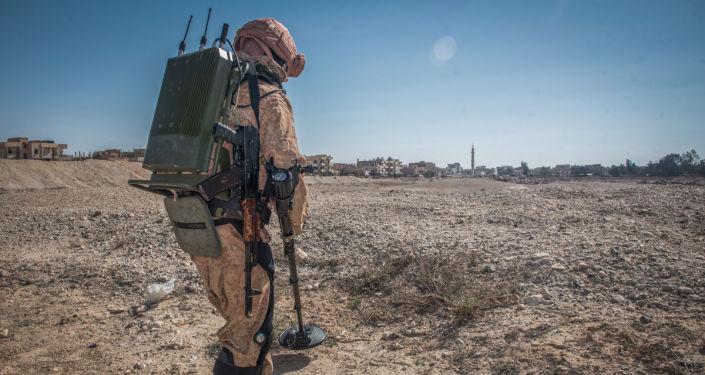 فريق لإزالة الألغام التابع للقوات العسكرية الروسية في تدمر، سوريا