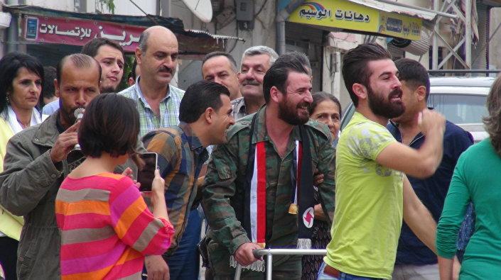 هكذا يستقبل السوريون جرحى الجيش السوري