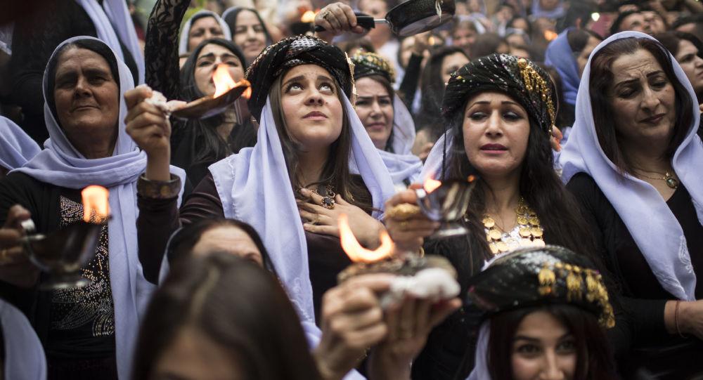 الإيزيديون في العراق يحتفلون بعيد رأس السنة الإيزيدية في معبد لالش بالقرب من دهوك (430 كلم شمال غرب بغداد)، العراق 18 أبريل/ نيسان 2017