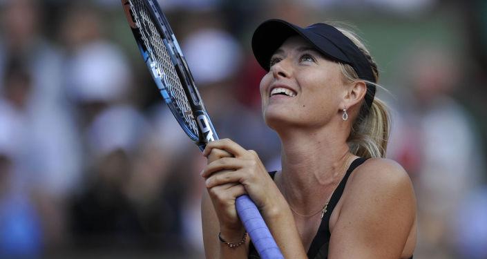 لاعبة التنس الروسية ماريا شارابوفا في مباراة النصف النهائي لبطولة فرنسا المفتوحة للتنس مع نظيرتها التشيكية بيترا كفيتوفا
