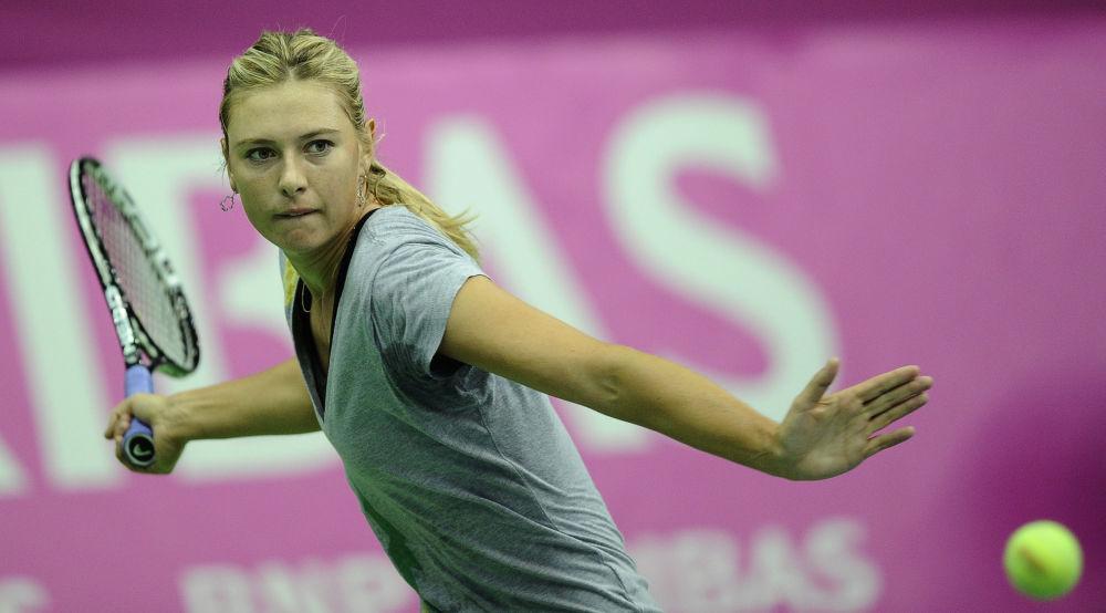 لاعبة التنس الروسية ماريا شارابوفا خلال التدريبات في ملعب أولمبيسكي الرياضي