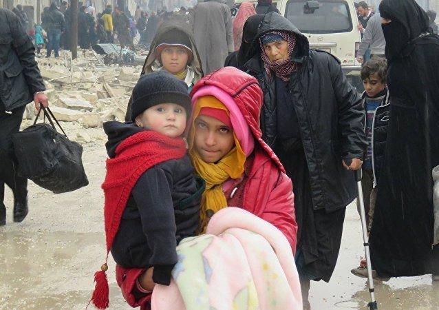 خروج المسلحين من الوعر مع عائلاتهم