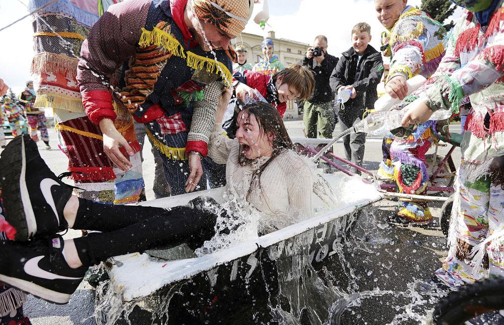 تقاليد الاحتفال بعيد الفصح المجيد في ويلامويس، بولندا، 17 أبريل/ نيسان 2017