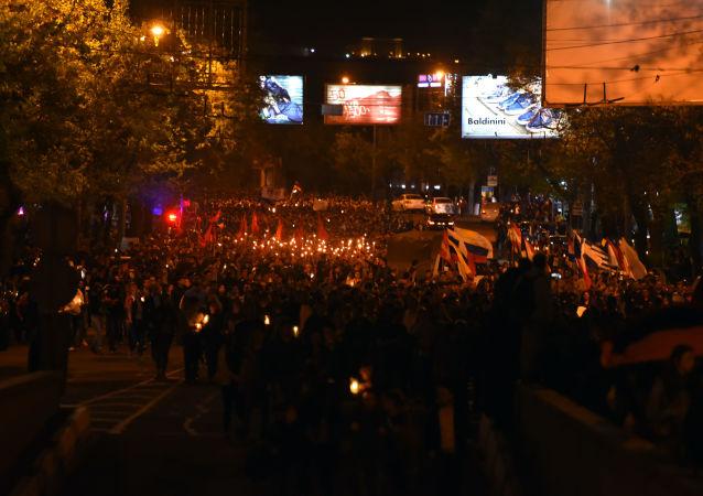 مسيرة الشعلة لإحياء ذكرى ضحايا الإبادة الجماعية للأرمن في عهد الإمبراطورية العثمانية في عام 1915، في يريفان
