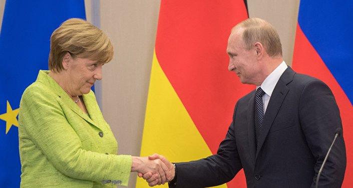 لقاء الرئيس الروسي فلايديمير بوتين والمستشارة الألمانية أنجيلا ميركل