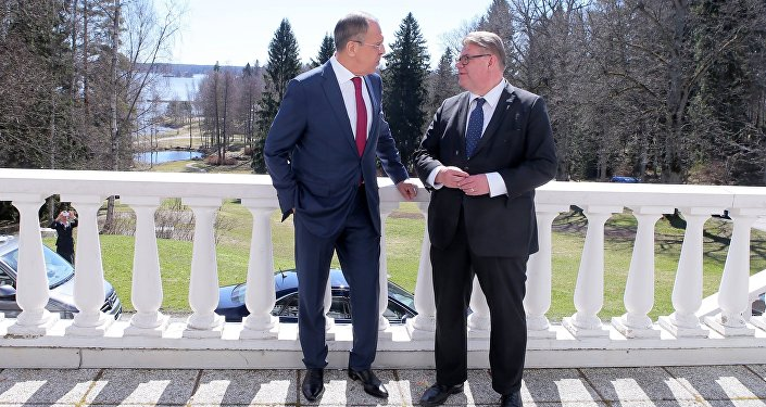وزير الخارجية الروسي سيرغي لافروف ووزير الخارجية الفنلندي تيمو سويني، هيلسينكي، فنلندا