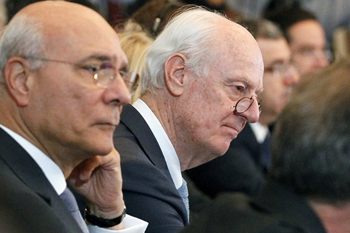 المبعوث الخاص للأمم المتحدة إلى سوريا، ستافان دي ميستورا خلال الجلسة العامة للجولة الرابعة من محادثات أستانا بشأن سوريا