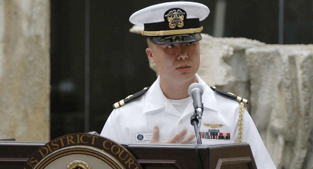 ضابط أمريكي يفشي أسرار بلاده لينال إعجاب الفتيات