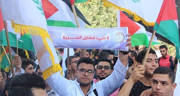 ماء وملح في مطاعم وجامعات غزة تضامناً مع الأسرى